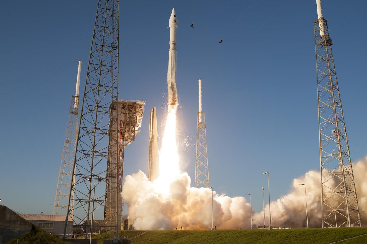 A United Launch Alliance Atlas V rocket lifts off from Space Launch Complex 41 at Cape Canaveral Air Force Station carrying NASA's OSIRIS-REx spacecraft